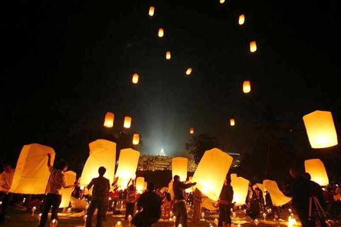 Pelepasan lampion di Borobudur