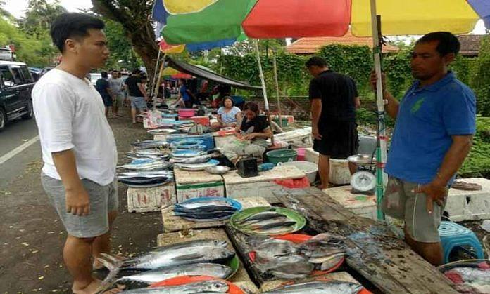 Di Buleleng Warga Pilih Ikan Untuk Perayaan Malam Pergantian Tahun