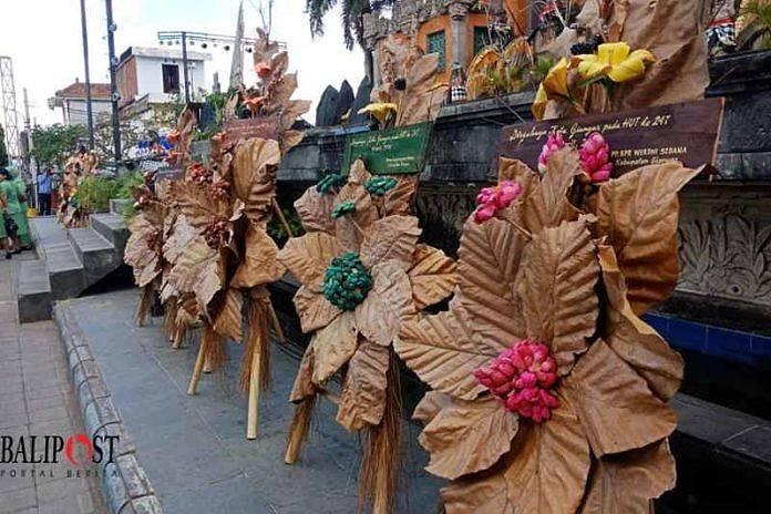 Karangan Bunga Organik Hiasi Puncak Hut Kota Gianyar Balipost Com