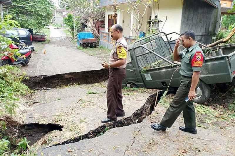 Gorong-Gorong Tergerus Hingga Putus Jalan  BALIPOST.com