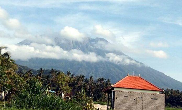 Amlapura Balipost Com Aktivitas Kegempaaan Vulkanik Gunung Agung Sejak Dua Hari Terakhir Mengalami Peningkatan Dari Sebelumnya