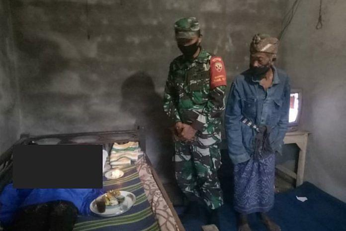 Petutas mendatangi TKP gantung diri di Banjar Penikit, Petang.(ist)