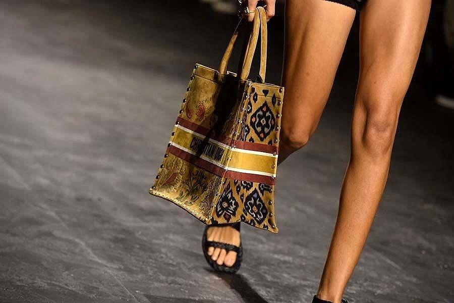Endek Bali Makin Mendunia dan Berkelas, Dior Pun Gunakan di Koleksinya 1
