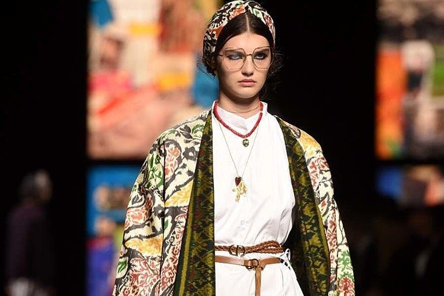 Endek Bali Makin Mendunia dan Berkelas, Dior Pun Gunakan di Koleksinya 2