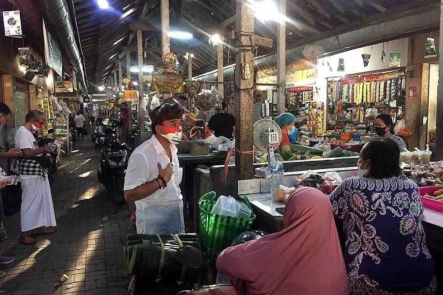 Gerebek Pasar Sanglah dan Pasar Sesetan,Paslon Amerta Hadirkan Perubahanlewat Sistem Digitalisasi Terintegrasi 1