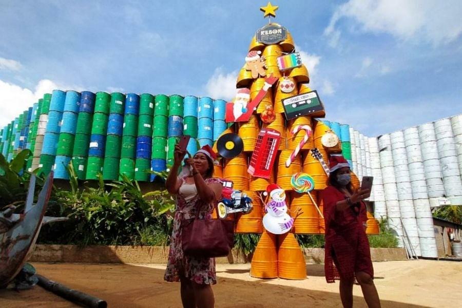 Pohon Natal Drum Bekas Arsip | BALIPOST.com